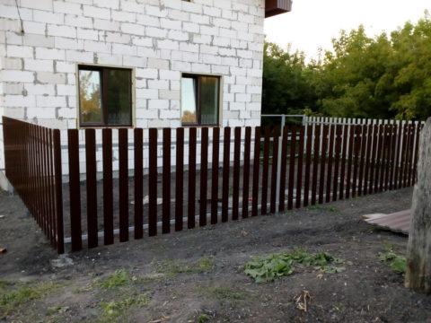 Забор из металлического евроштакетника с. Тушна