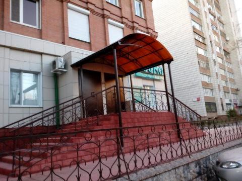 Навес над входом в Мед.центр «ЛазерМед» ул. Робеспьера