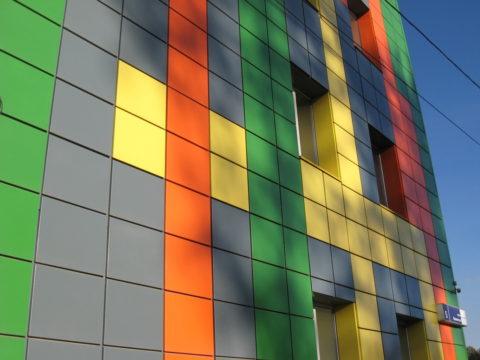Фасады из стальных окрашенных кассет