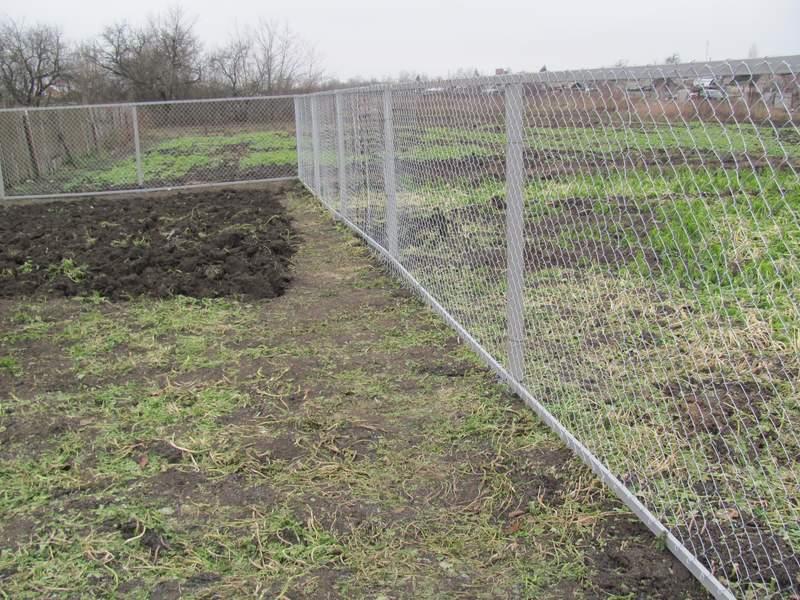 Забор из сетка рабица своими руками фото