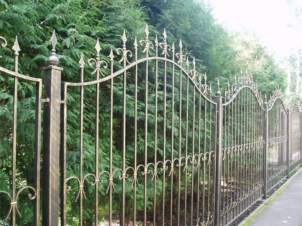 Забор из металла фото своими руками